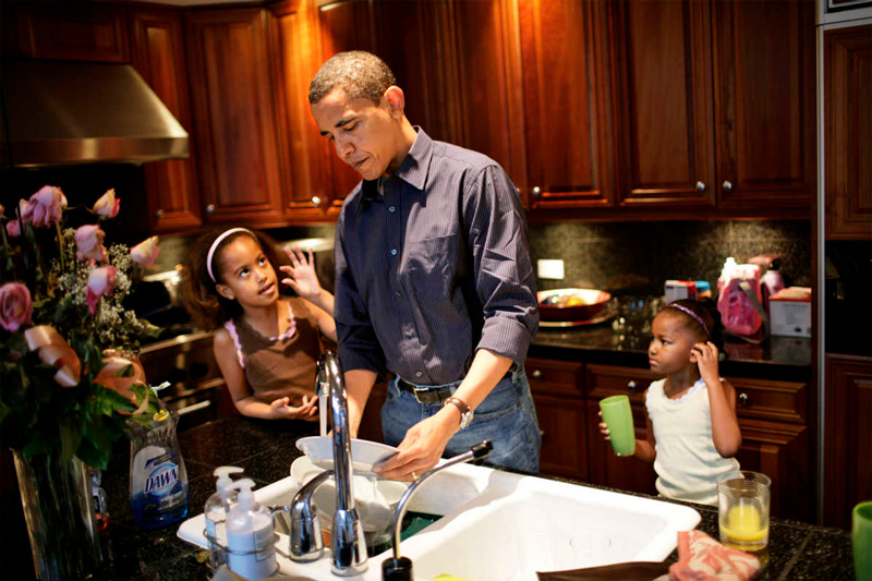 Barack Obama Doing Dishes At Home With His 2 Daughters helping Him