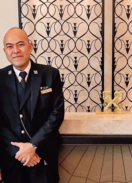 Ali Alsagoff Concierge At The Fulleton Bay Hotel