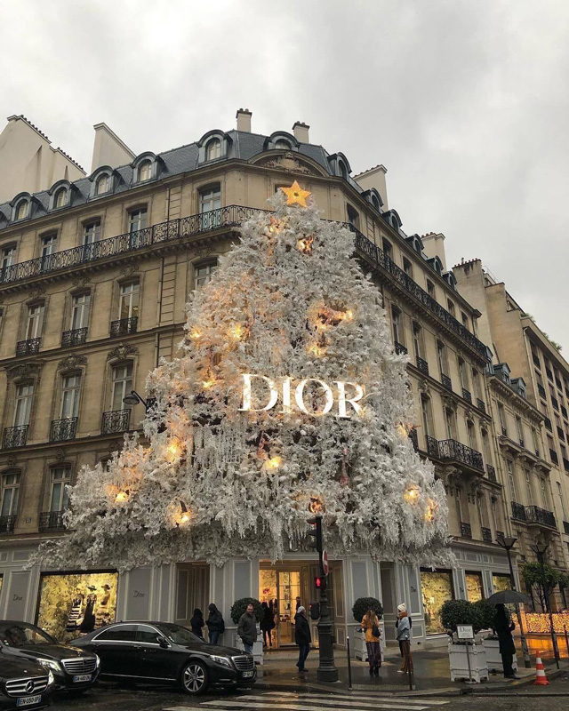 Christian Dior Flagship Store With Big Christmas Tree Decorating Front Of Store On Avenue Montaigne