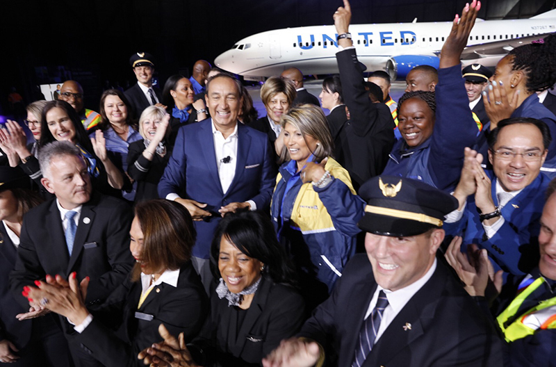 Oscar Munoz Surrounded By Smiling United Airlines Employees